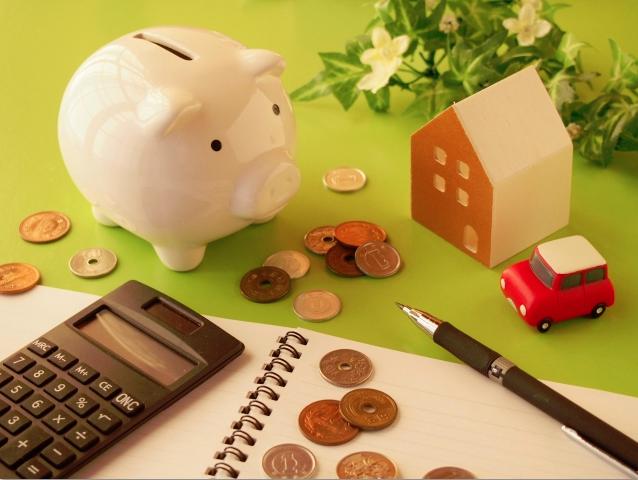 社会人の貯金方法について説明しています。給料をもらったらすぐに、貯金分を別の口座へ預けてしまう方法がオススメです。