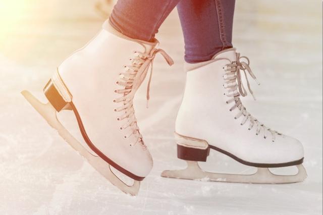 えびのスケート場のご紹介!家族や恋人同士でスケートを楽しめる北九州の娯楽スポット