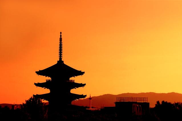 京都のナイトプールを検索してみましたが、どちらかというと夜遅くまで営業しているただのプールのみで、インスタ映えするようなナイトプールのイメージの場所は存在しませんでした。