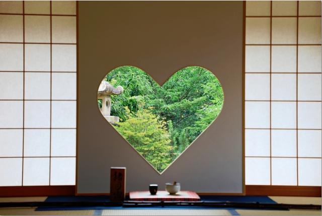 正寿院にあるハート形の猪目窓は、たくさんある見所の一つです。